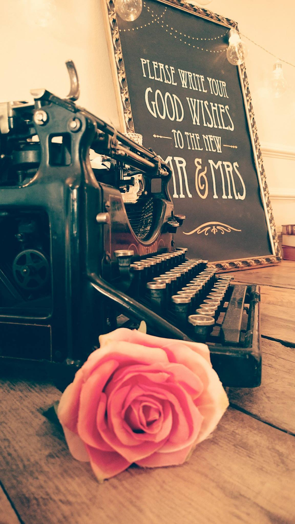Vintage Typewriter (Prop Only)